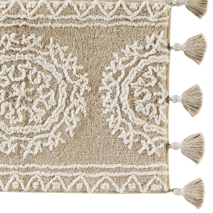 Picture of Medallia Large Rug with Fringe
