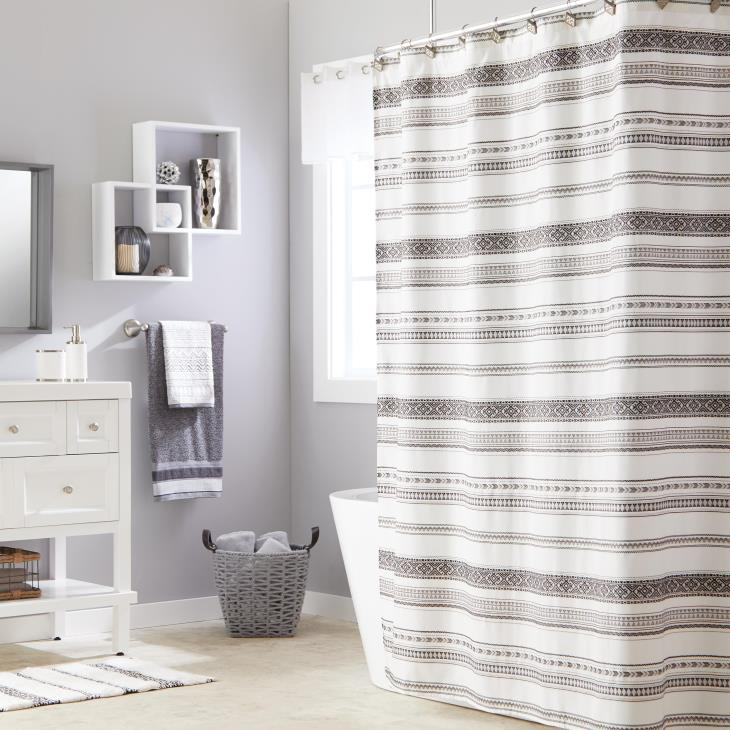 Picture of Geo Stripe Bath Towel in White